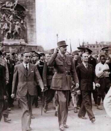 General-De-Gaulle-a-la-Victoire-de-1945_lightbox