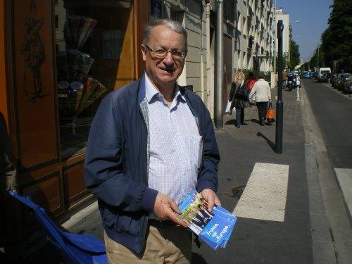Distribution de tracts au marché pour les europennes le 17-05-14 003
