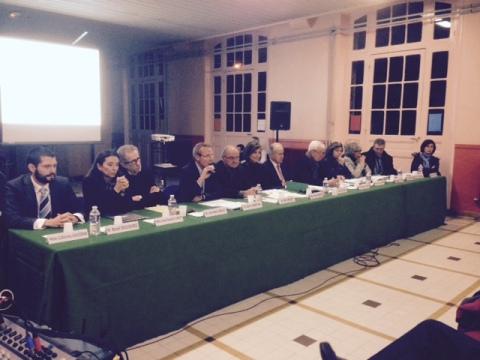 Le maire Yves Révillon et ses adjoints répondent aux questions
